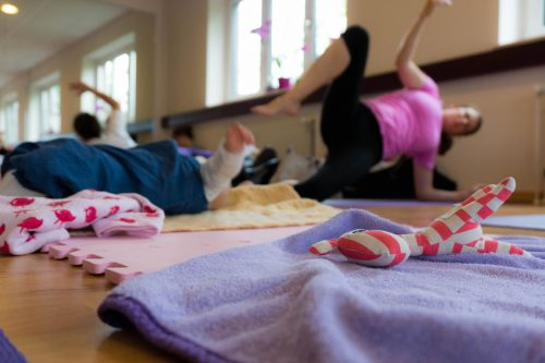 Sonja Rakow Yoga Pingu Kinder Mama Mamablog Mutter Eltern Kinderkurs Baby Säugling Babykurs Pekip Kiel MutterKutter Yoga Baby