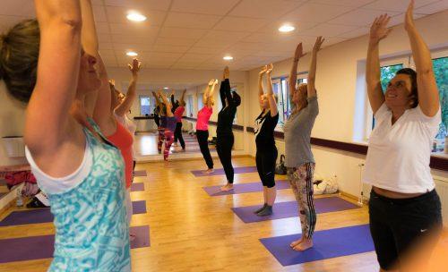 Sonja Rakow Yoga Pingu Kinder Mama Mamablog Mutter Eltern Kinderkurs Baby Säugling Babykurs Pekip Kiel MutterKutter Yoga Yogakurs